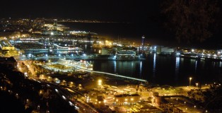 Barcelona, relationship between port and city, in the night, photo © Luisa Bordato