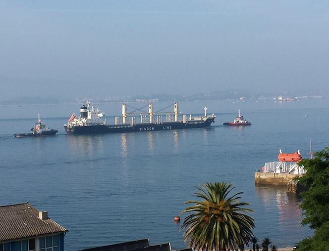 Santander_00_Buque en puerto --