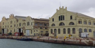 PORTUS-37-may-2019-REPORT-Carreres-Image_00_Naves-de-talleres